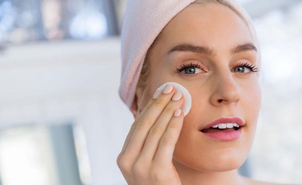 usar leche como limpiador diario facial